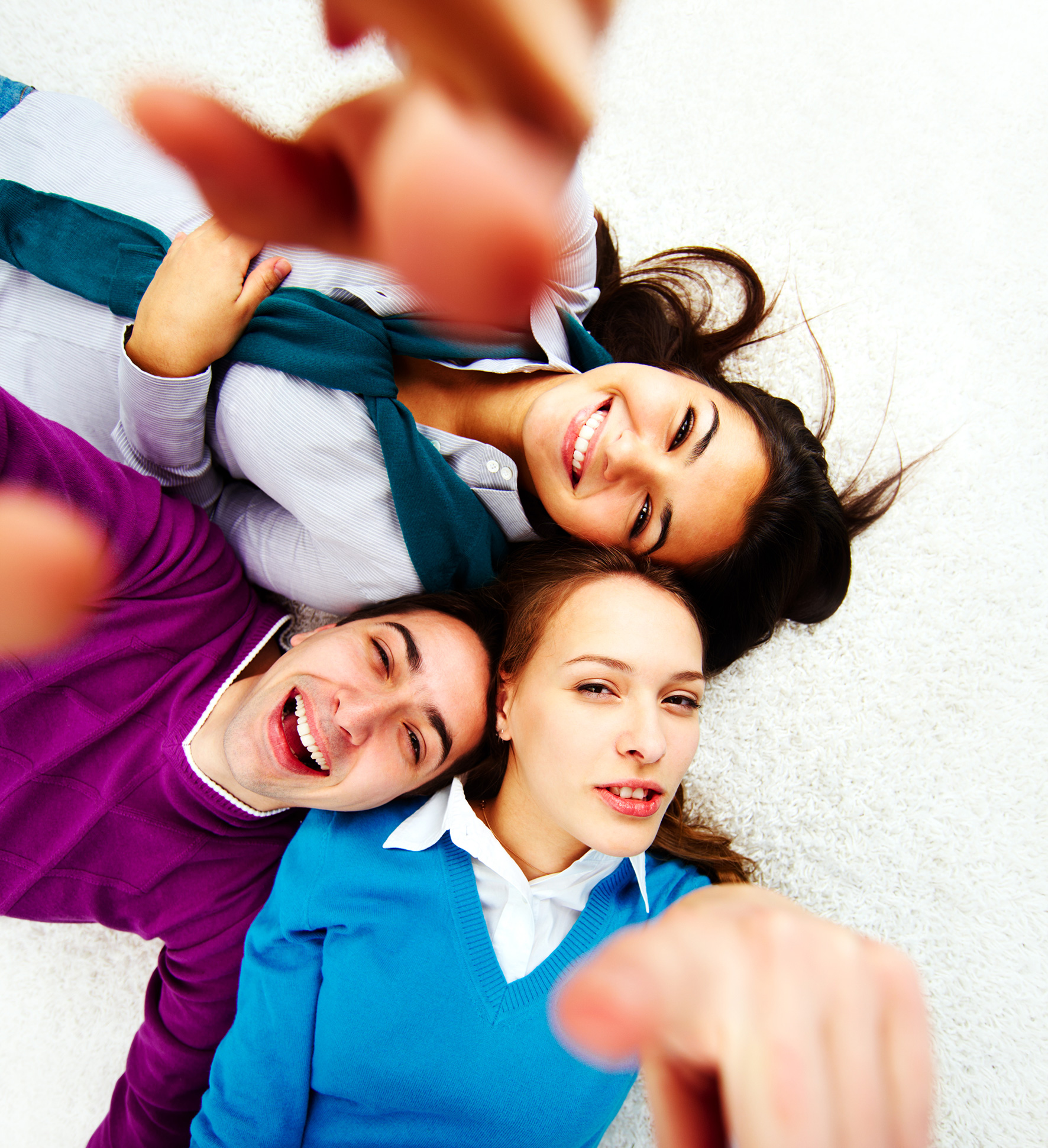 Photo d'adultes satisfaits par les formations de Caplingua